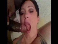 Video porno casero hecho en casa con una joven tetona