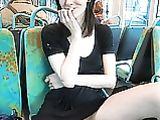 Naakt Poesje Shots Foto's van Cute Girlfriend in Public Bus