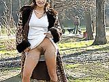 Clignotant Photos de Hairy Pussy Hot Milf en parc public