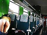 Ass Foto lampeggianti di Ragazza nuda in un treno pubblico