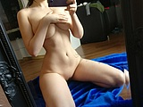 Busty babe with stunning body in selfshot nudes