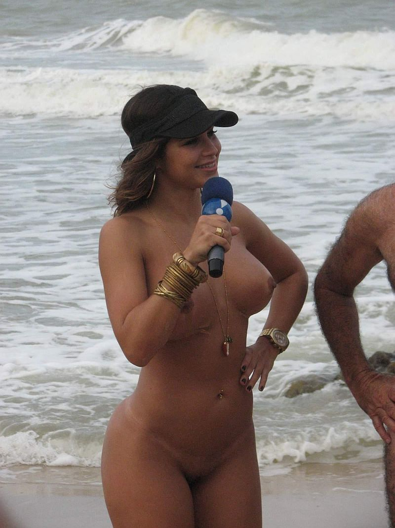 Latina With Big Round Ass Gives A Nude Interview On Public Beach