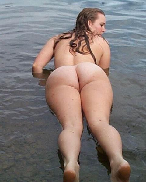 Big Round Ass of Fiancee on Water