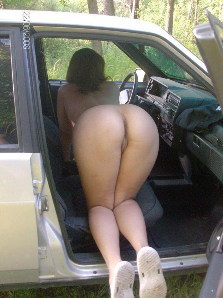 Showing her Nude Ass in Car Seat