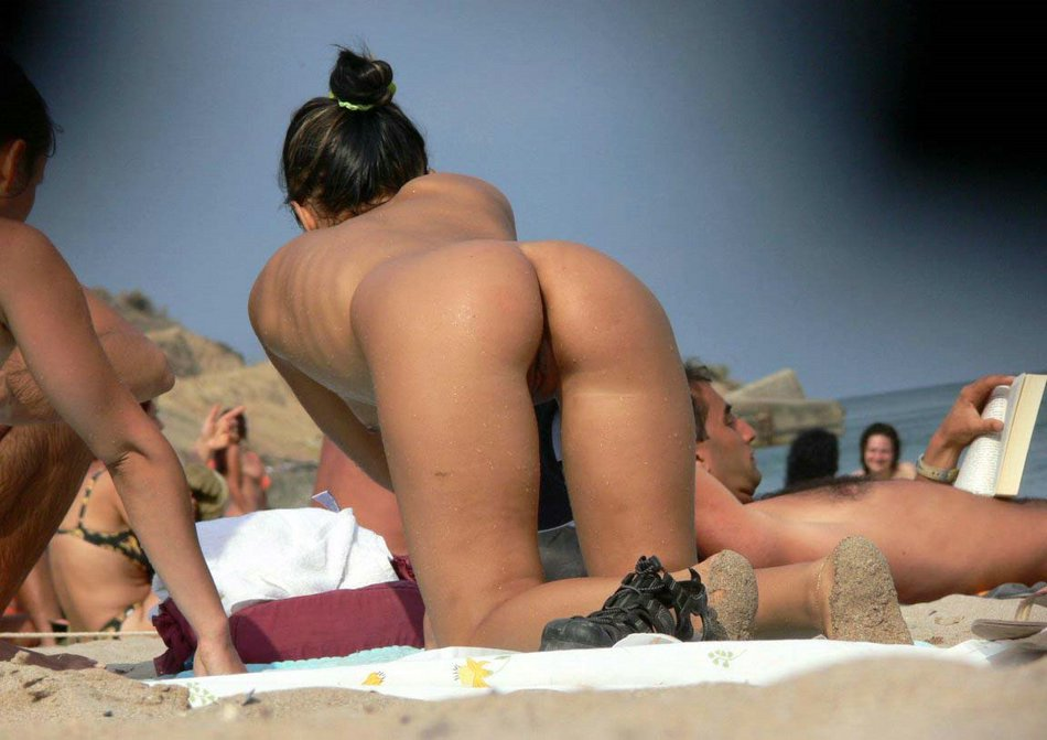 pussy Beautiful beach shaved