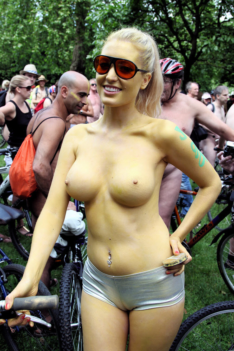 Very Cute Blonde Girl Painted her Nude Body for Public Show