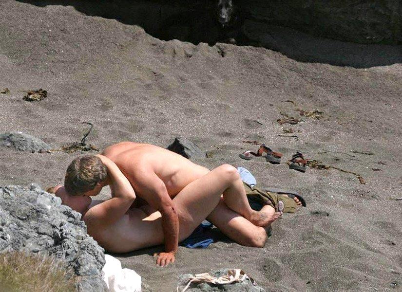Mature couple fucking on a public beach