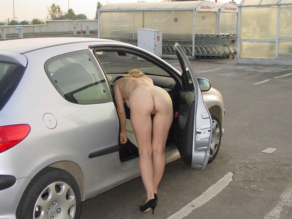 Gf Pussy Show In Car Photo