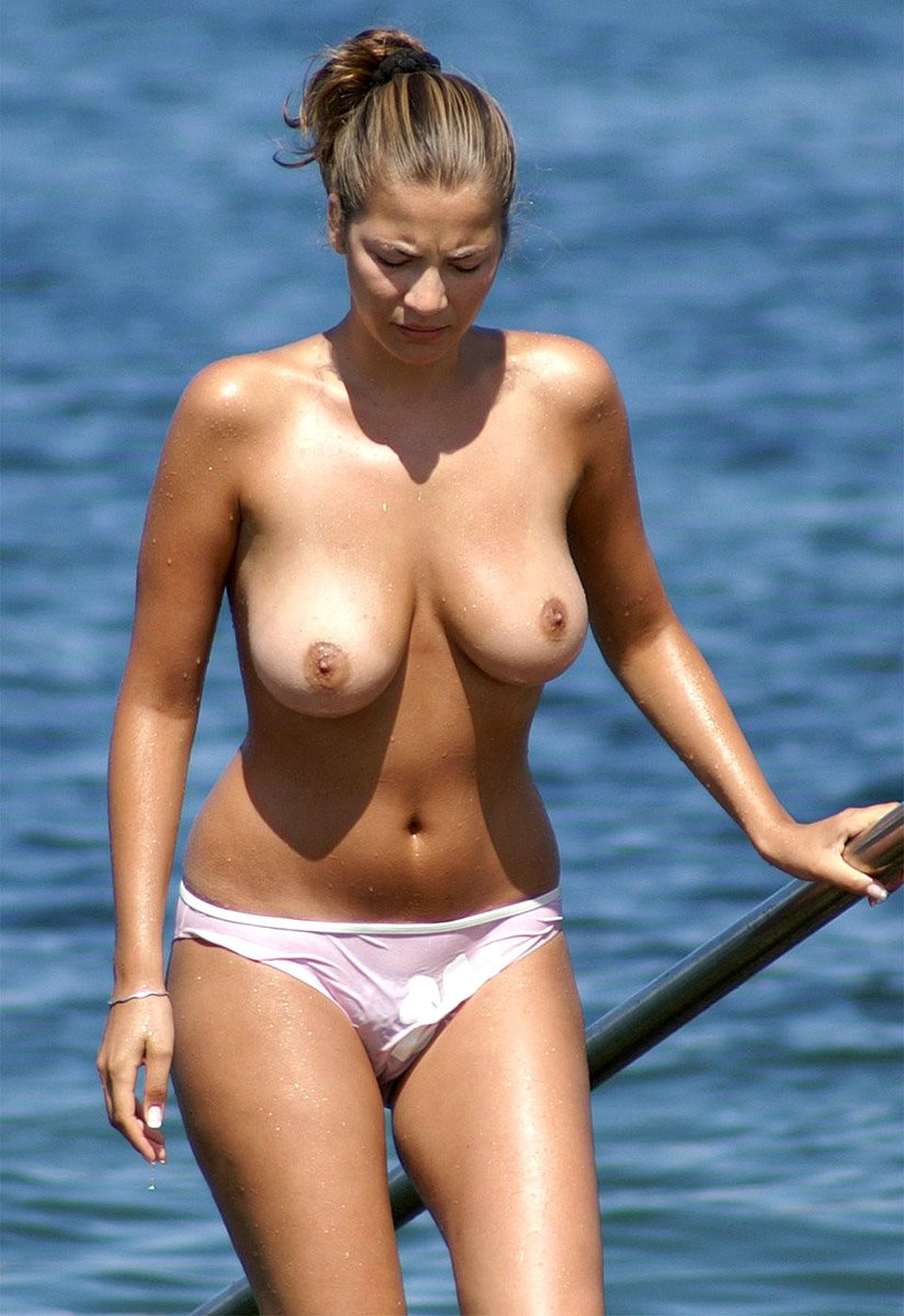 Busty Hot Amateur Woman Topless at the Beach