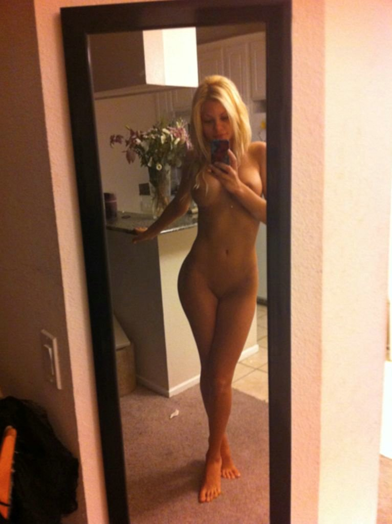 Hot Blonde Amateur Girl Selfshot Nude Photos at Home