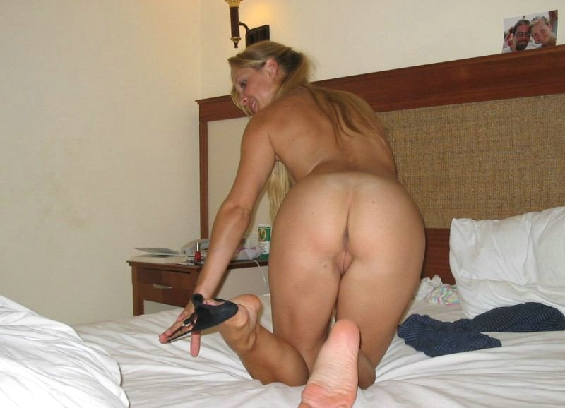 Wife Getting Naked On Bed And Prepared For Se S Amateur