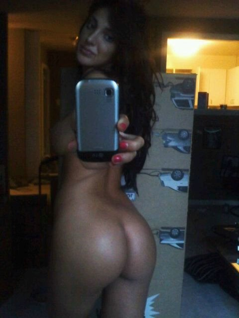 Ex Girlfriend Exposed in Selfshot Photo