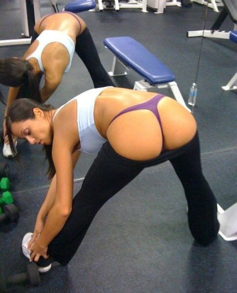 Yoga Pants Strip Porn Pictures in the Gym