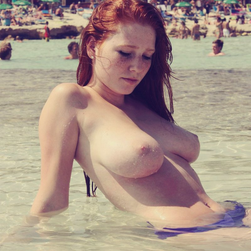Flashing Boobs Pictures of Cute Redhead Girlfriend at Beach