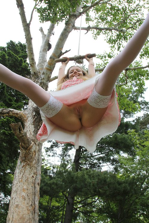 Pussy Flashing Pics of Hot Russian Girlfriend in Public Park