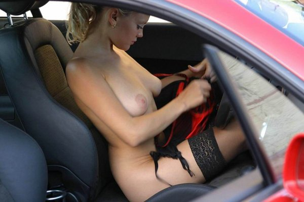 Fast cars and amature naked girls